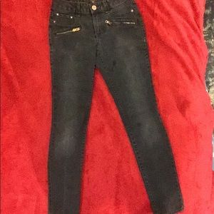 Black l.e.i jeggings with brass button and zipper.